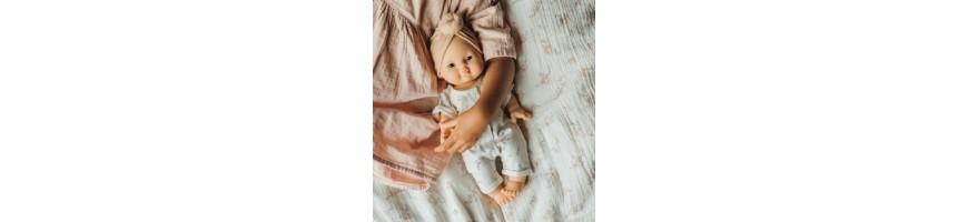 . tenues de poupées .